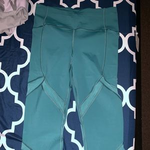On pace crop pant